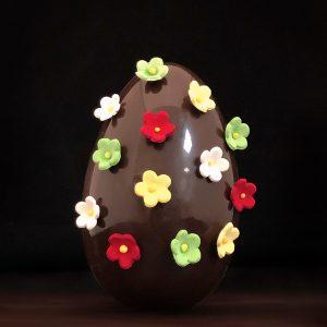oeuf-chocolat-noir-ou-lait-fleuri